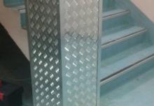 Placare , protectie stâlp beton depozit cu tabla striată și coltare aluminiu, 330x330x2000mm